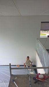 Binnenkant huis, roomgeel plafond klein